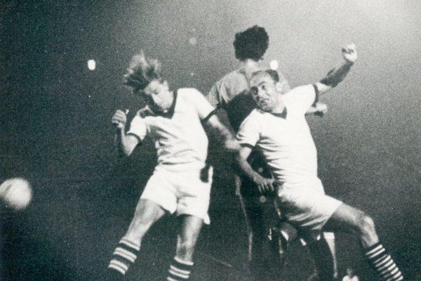 Fußball Leipzig historisch SC Lokomotive - SC Rotation 2:1 Ortsderby vor 100 000 Zuschauern - Deutschlandrekord für alle Zeiten! Hoffmann, Knaust und Konzzack. Foto: Westend-Presseagentur/Rohrlapper