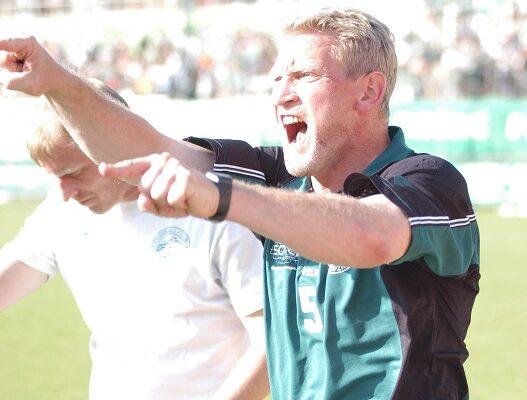 Punktspiel Regionalliga Nord Saison 2003/2004FC Sachsen Leipzig Ð VfR NeumŸnster 3:1Alfred-Kunze-Sportpark Leutzsch21. September 2003 Jens WagnerDer neue Trainer Hans-Jšrg Leitzke und sein Co-Trainer Steffen HammermŸller dirigieren die Mannschaft
