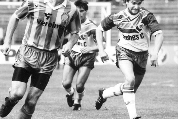 Fußball, Leipzig, FC Sachsen Leipzig, 15.06.1991Relegation FC Lok gegen FCS 4:0 Bernd Hobsch (l., Lok) und Andreas DiebitzFoto: Gloger (LVZ)