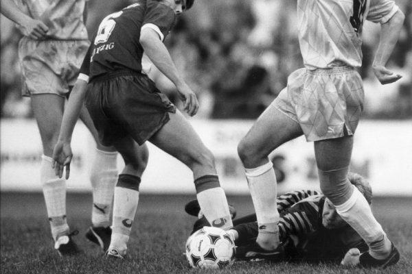 Fußball, Leipzig, FC Sachsen LeipzigFCS gegen Sachsenring Zwickau, 12.06.1991 Sven Baum (6, Sachsen) und Mario Neumann (Zwickau)Foto: Frank Wegner